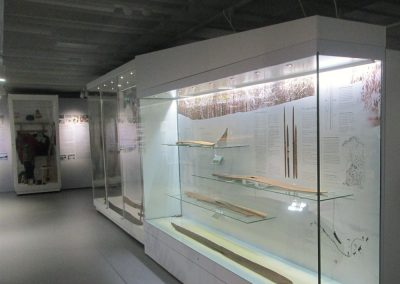 Lahden-hiihtomuseon-vitriinien-teräsrungot-(2)